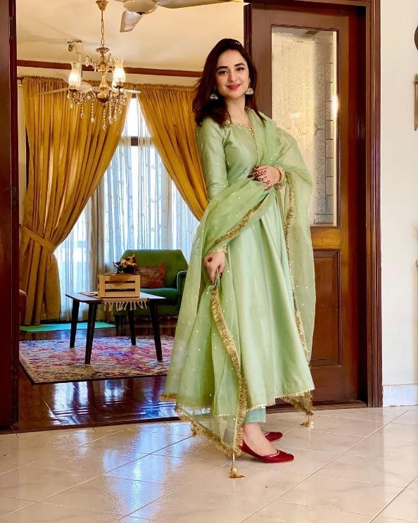 Yumna-Zaidi-in-Traditional-clothing
