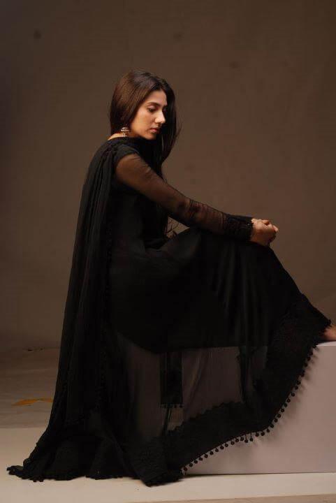 mahira-khan-in-traditional-clothing